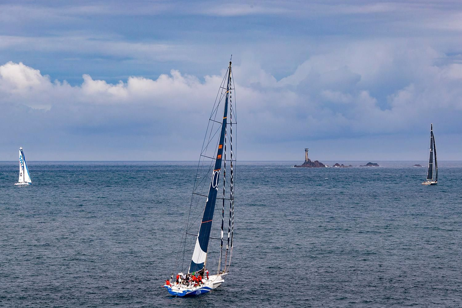 115ft Nikata and 100ft CQS proceed to the iconic Fastnet Rock. Credit: ROLEX/Carlo Borlenghi