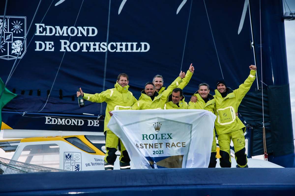 Maxi Edmond de Rothschild co-skippered by Franck Cammas and Charles Caudrelier © Paul Wyeth/pwpictures.com